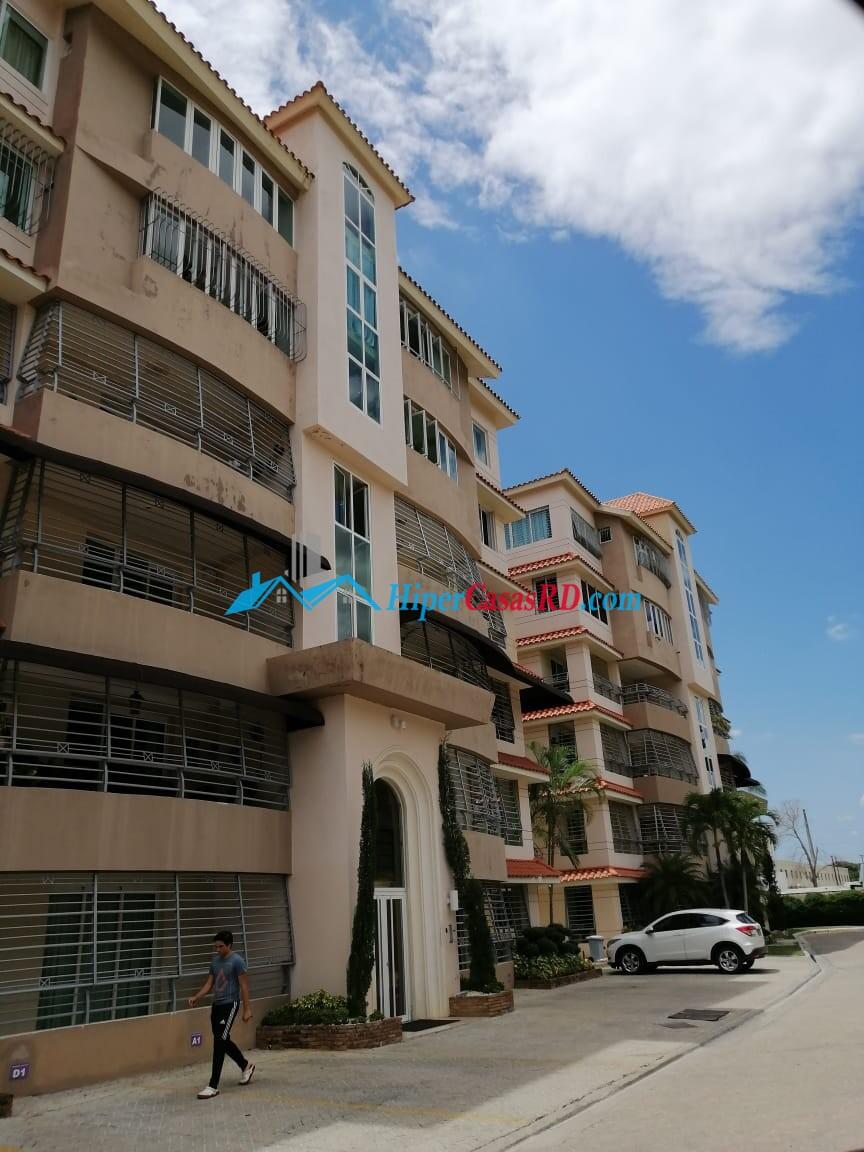 Se vende amplio y cómodo apartamento en la ciudad de Santiago