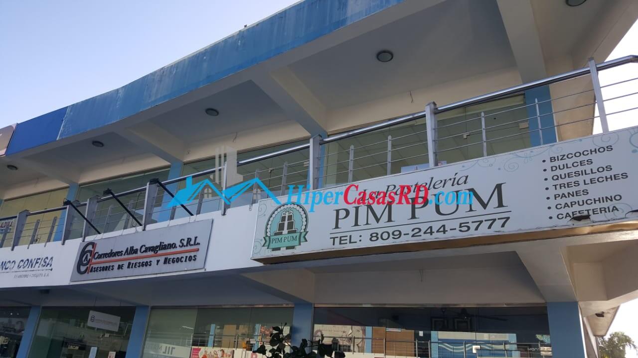 Se renta local comercial en la Av. Antonio Guzmán Fernández