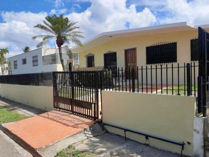 En venta casa con amplio patio en Puerto plata